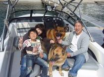 ジャーマンシェパードちゃん2頭も一緒に浜名湖遊覧。