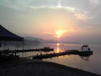朝日が素晴らしい。前の浜から。2010.7.25