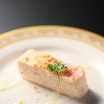 ■春のデザート一例。桜レアチーズケーキ。