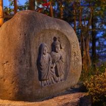 ◆当館入口で旅路の安全を見守る道祖神