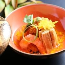 ■秋の蒸し物一例。里芋饅頭を菊花餡で。