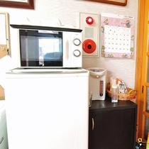 *【施設設備】共有スペースには電子レンジや冷蔵庫、コーヒーなどをご用意しております。