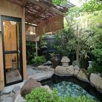 シャワー室と露天風呂