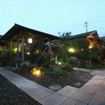 中庭の東屋