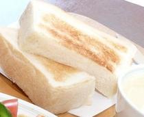 4枚切りの食パンでお腹も満足