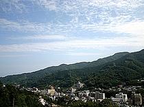 箱根連山と岩戸山を望む大パノラマが広がる