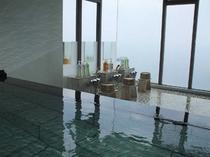 天然温泉浴場(24時間。海を眺めながらご入浴で出来ます)
