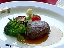 夕食例:肉料理(牛ヒレのグリエ)