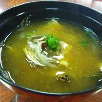 *魚のアラの味噌汁