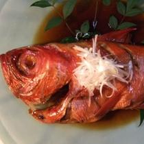*地元出身の女将が炊く、漁師町の味付け甘辛の金目鯛の煮付を召し上がれ!