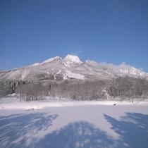 【冬の妙高山】 いもり池にて