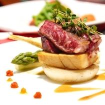 *【ボリューム控えめ料理「梅】2013春~秋/国産和牛ほか、厳選された6品ほどのお料理が並びます