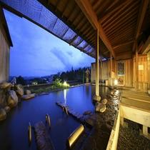 *【展望露天風呂】(春の夕景)/高台からの風景を刻々と眺める赤倉温泉