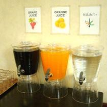 *【フリードリンク】夕食・朝食ともに無料でご提供。内容はジュース2種+お水の全3種となります。