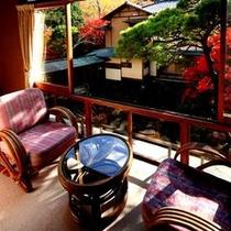 【準特別室棟の一例】赤杉を使った客室で、贅沢で格調高い雰囲気を味わっていただけます。