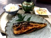 【ラウンジメニュー】焼き魚定食