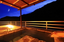 客室露天風呂。