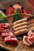 炉端料理。牛串、豚串、鳥つくね。