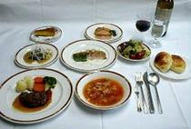 ボリューム満点の夕食一例