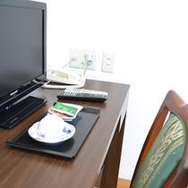 *客室一例/テレビやお茶セットなども