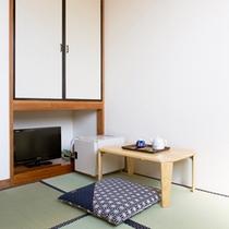 *和室一例/畳のお部屋でごろりとお寛ぎいただけます。