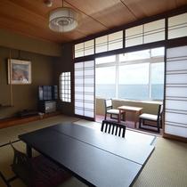 【海側和室】8畳+踏込み+縁側(イステーブル3点セット)あり