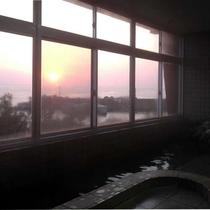 【夕日】大浴場から、日本海を染める夕日を眺めませんか