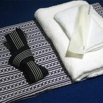 *【アメニティ一例】浴衣にタオル、基本アメニティはお部屋にご用意。