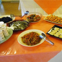 *【朝食一例】和洋のおかずが並ぶバイキングはファミリーに人気☆※シーズンにより異なります