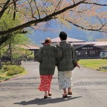 仲良しカップルで敷地内をお散歩するのもおすすめ!