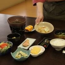 ご朝食もお部屋ごとにご用意。手作り卵焼きや名物ニシン山椒漬けなど体に優しいお料理です
