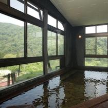 大浴場 男性用  湖と山を眺めて
