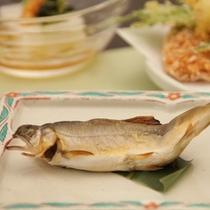 夏の阿賀会席   鮎の山菜味噌詰焼き