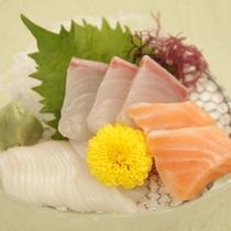 夏の阿賀会席   日本海の幸三点盛り妻一式 山葵