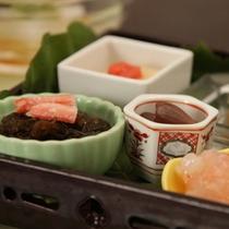 前菜 夏の彩り五点盛り 赤魚煮こごり・朝月の玉・もずくかに・甘海老麹漬・もろこし豆腐