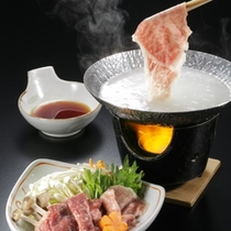 とろけるしゃぶしゃぶはさっとくぐらせる程度で 12月からのメインチョイス料理です。