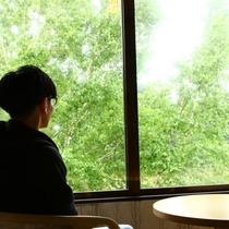 【本館】客室からの景色 窓いっぱいの緑