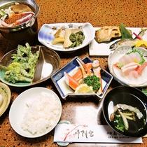 <夕食一例>山菜や川魚、季節の田舎料理で心づくしのおもてなし。
