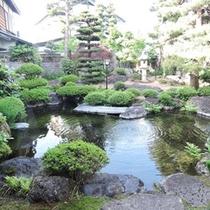 全客室から日本庭園が眺められます