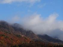 ガスに包まれる滝山