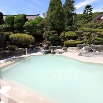 *庭園大浴場(女湯)/広さは中ノ沢温泉随一の庭園露天風呂です。