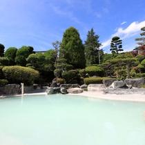 *庭園大浴場(女湯)/広くて大きな庭園露天風呂。開放的な温泉で癒しのひと時を・・・
