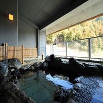 展望大浴場には併設して、露天風呂がございます。心地よい湯浴みをご堪能下さい。