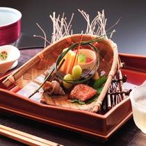★秋の夕食(一例)繊細な素材の味を活かしながら優美な膳に仕上げます。