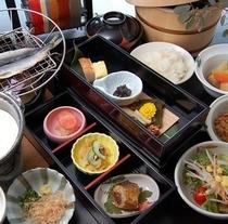 【朝食の美味しい宿】です。昔ながらの和朝食。