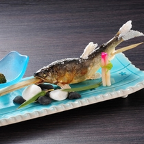 【山の茶屋】新鮮な川魚塩焼き