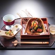 ★秋の夕食(一例)県の技能コンクールで知事賞を受賞した料理長が吟味する会席膳。