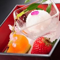 食後をかざる、彩り豊かな季節のデザートも味だけでなく、器もお楽しみ頂けますようご用意いたします。