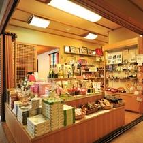 お土産コーナー。名栗、秩父、埼玉の美味しいもの、楽しいものをご用意しております。