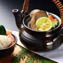 松茸会席(一例)松茸と秋鱧の土瓶蒸し